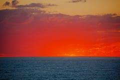 Un coucher du soleil chez la Mer Noire image libre de droits