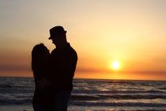 Un coucher du soleil d'amants Photo libre de droits