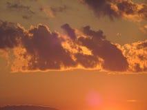 Un coucher du soleil dans l'archipel par le golfe de Finlande photo libre de droits
