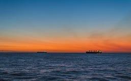 Un coucher du soleil dans l'Océan Indien image stock