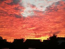 Un coucher du soleil dans la flamme photographie stock libre de droits