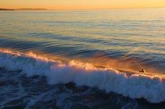 Un coucher du soleil onduleux images stock