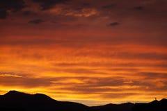 Un coucher du soleil orange dramatique et profond à Salt Lake City photo libre de droits