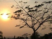 Un coucher du soleil quotidien, laissent un message avec des couleurs ! Photos stock
