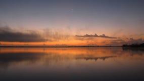 Un coucher du soleil rouge Photo stock
