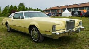 Un coupé de luxe personnel à deux portes Lincoln Continental Mark IV Photo stock