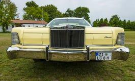 Un coupé de luxe personnel à deux portes Lincoln Continental Mark IV Photos stock
