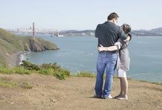 Un couple ayant un moment tendre Photo stock