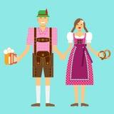 Un couple dans des costumes nationaux typiques chez l'Oktoberfest Photo stock