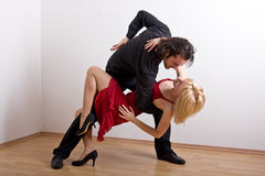 Un couple de danse Image stock
