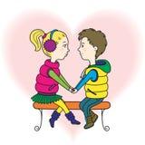 Un couple heureux d'années de l'adolescence dans l'amour Photo libre de droits