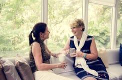 Un couple lesbien passe le temps ensemble Images stock
