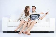 Un couple sur un sofa Images stock