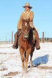 Un cowboy Riding His Horse Photos libres de droits