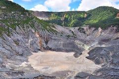 Un cráter en el montaje Tangkuban Parahu Foto de archivo