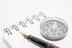 Un crayon lecteur et un compas sur le carnet Photographie stock
