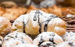 Un croissant a rempli du chocolat Image stock