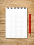 Un cuaderno blanco con las porciones de sitio para su texto o imagen y a imágenes de archivo libres de regalías