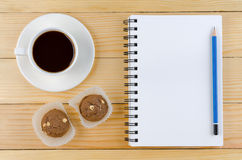 Un cuaderno blanco en blanco fotos de archivo