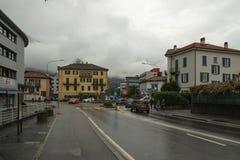 Un cuadrado en el centro de Bellinzona, Suiza foto de archivo libre de regalías