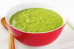 Sopa de guisantes verde fresca Fotografía de archivo libre de regalías