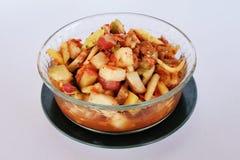 Un cuenco de ensalada picante de las frutas mezcladas Imagen de archivo