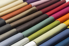 Un cuir de bonne qualité dans diverses couleurs Images libres de droits