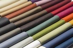 Un cuir de bonne qualité dans diverses couleurs Photos libres de droits