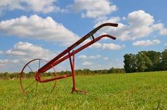 Un cultivateur à roues de jardin photos stock