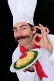 Un cuoco unico che mostra pasta Fotografie Stock Libere da Diritti
