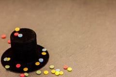 Un cylindre et des confettis Images stock