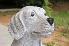Un découpage en pierre d'un chien Photos stock