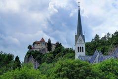 Un día cubierto en la isla y el lago Bled sangró, Eslovenia Imagen de archivo libre de regalías