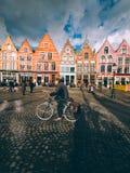 Un día en la ciudad soleada de Brujas Fotografía de archivo