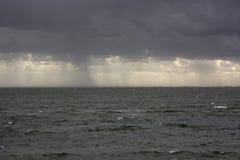 Un día lluvioso, igualando en el mar de wadden en los Países Bajos fotos de archivo libres de regalías