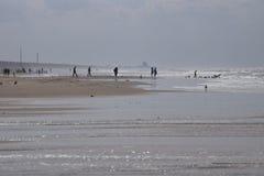 Un día soleado hacia fuera en la playa Foto de archivo