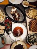 Un dîner chaleureux photo libre de droits