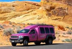 Camion rose célèbre de Jeep Images libres de droits