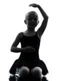 Un dancing del ballerino di balletto della ballerina della bambina Immagini Stock Libere da Diritti