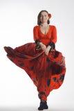 Un dancing della donna in vestito rosso immagini stock