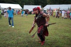 Un danseur de prisonnier de guerre de natif américain wouah image libre de droits