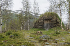 Un darfegoahti de la choza del césped en Sami Camp Imágenes de archivo libres de regalías