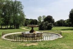 Un de fontains en villa Doria Pamphili au par l'intermédiaire d'Aurelia Antica Images libres de droits