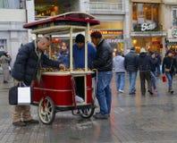 Un de la rue d'Istiklal de la rue la plus célèbre de la Turquie Indispensibl Photos libres de droits