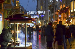 Un de la rue d'Istiklal de la rue la plus célèbre de la Turquie Indispensibl Photos stock