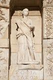 Un de la statue de la vertu quatre dans la bibliothèque de dénombrement Image stock