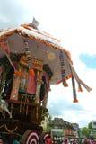 Un de la voiture parivar de temple au grand festival de voiture de temple du temple thyagarajar de sri de thiruvarur image libre de droits