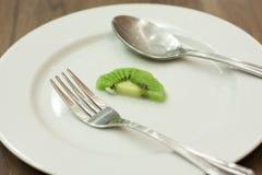Un dernier morceau de kiwi sur le plat Photo libre de droits
