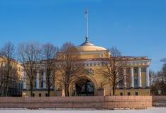 Un des bâtiments de l'Amirauté principal à St Petersburg Photographie stock libre de droits