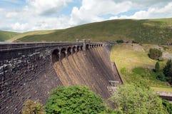 Un des barrages pendant l'été de la vallée d'élan du Pays de Galles Photographie stock